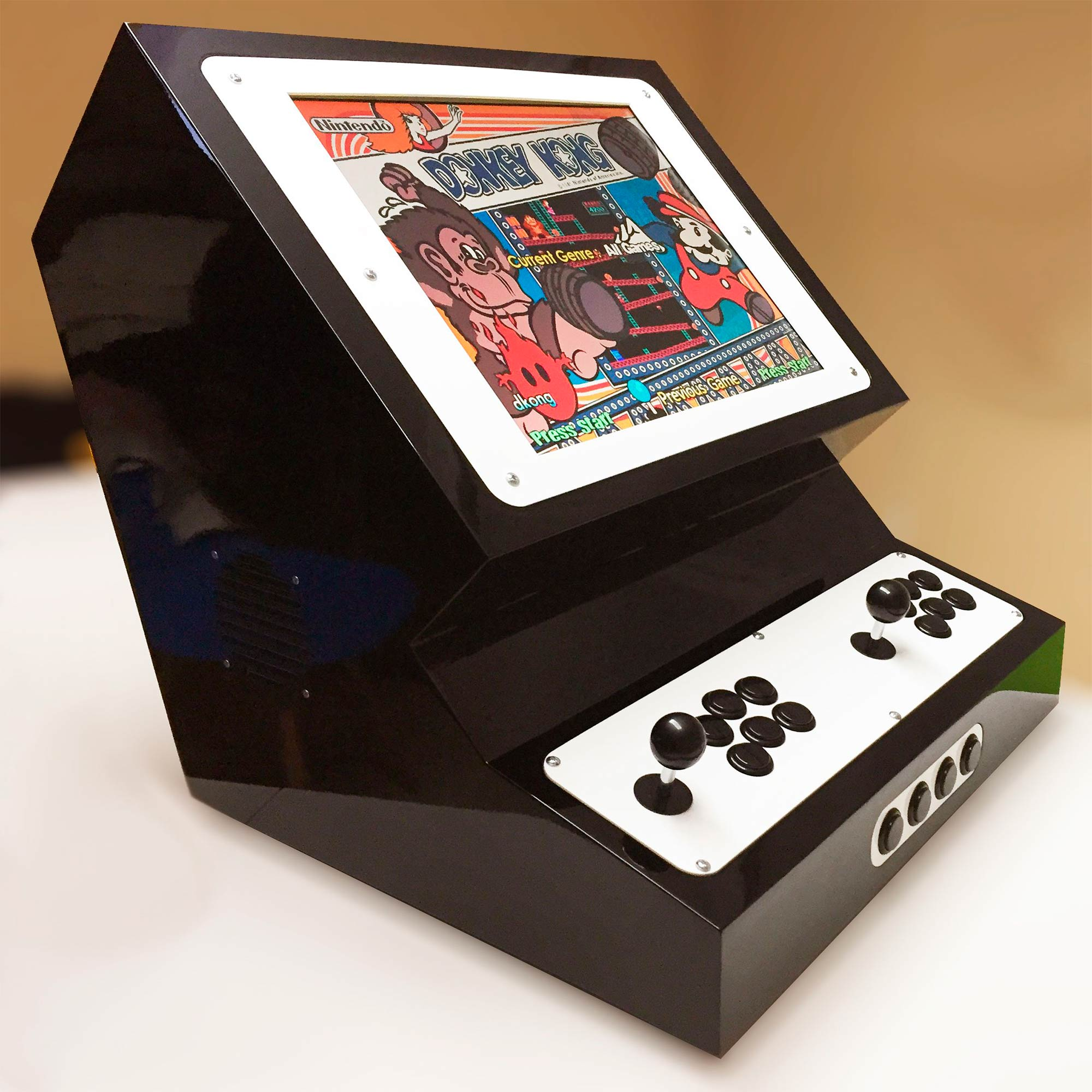 Máquina de arcade fabricada en el fablab de EXarchitects