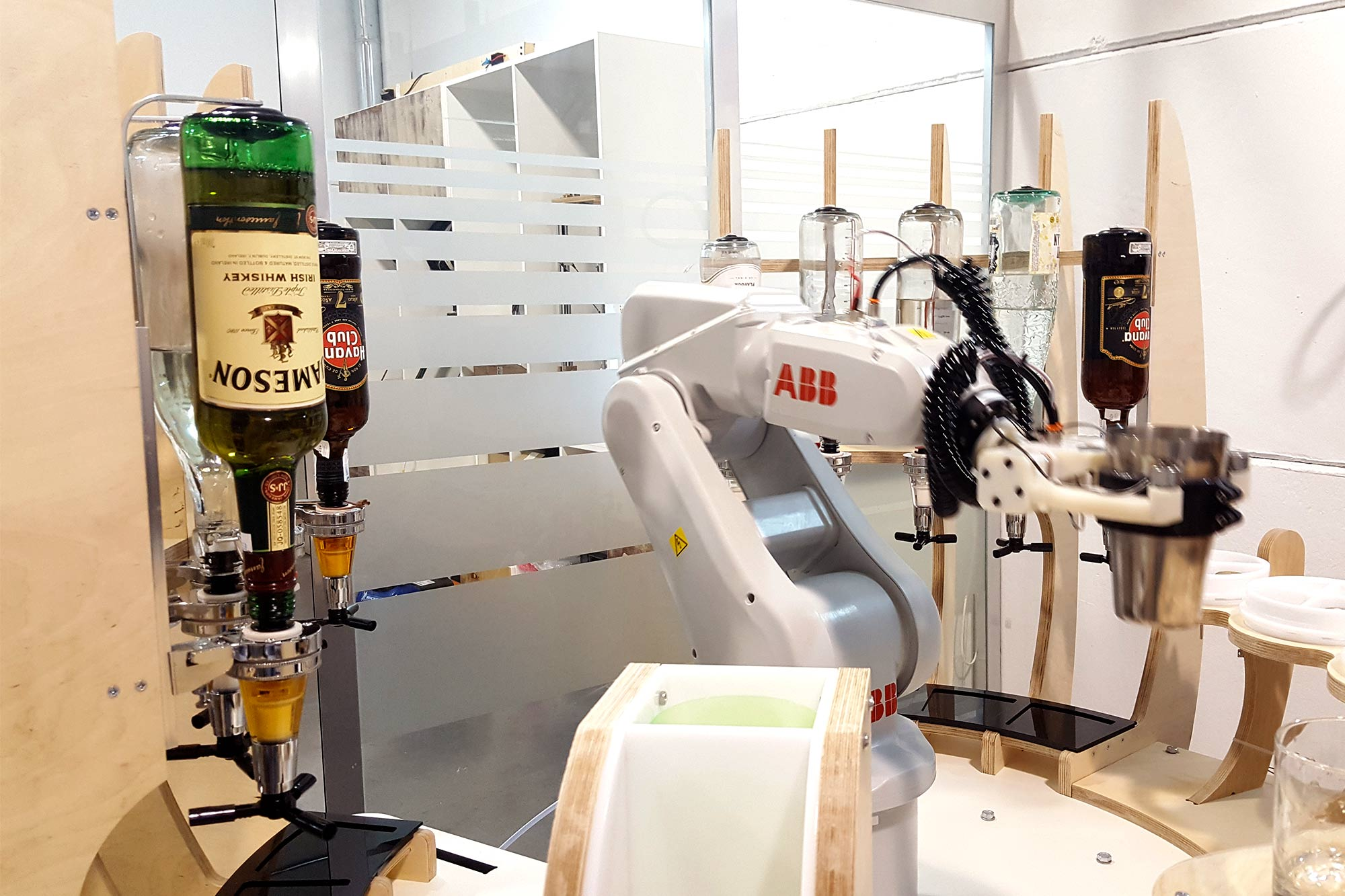 Robot-Coctelero_-A_-techlab-_-EXarchitects_07